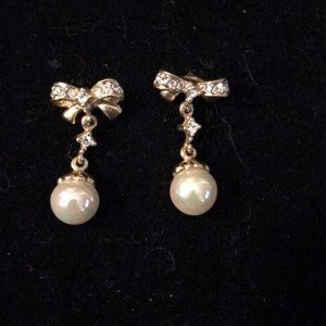 Jewelry - Beautiful Bow & Faux Pearl Drop Earrings